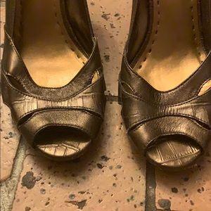 Gianni Bini brown leather pumps! Worn 3x